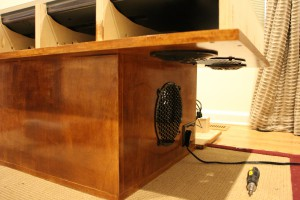 Electrical outlets on both side of the table for power flexibility
